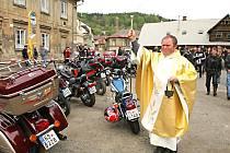 Motorkáři zahajují sezonu na mši v Železném Brodě již tradičně.