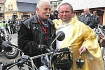 Motorkáři zahájili tradičně sezonu na mši v Železném Brodě.