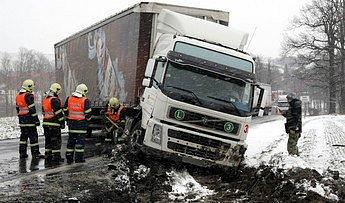 Policie ČR  doporučuje řidičům kamiónů nad 3,5 tuny objet uzavírku přes Turnov.