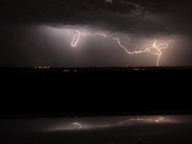 Bouřka a blesky. Ilustrační snímek.