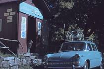 """Stará dobrá """"tisícovka"""" rodiny Tilerových na výletě v roce 1972"""