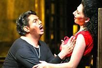 Bizetovu Carmen uvádí liberecké Divadlo F. X. Šaldy v původním znění, nad pódiem ale poběží české titulky. Carmen hrají Marlene Lichtenberg v alternaci s Janou Tetourovou.
