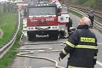 U požáru liberecké spalovny zasahovalo 9 hasičských cisteren. Ve spalovně se zřejmě vzňal odpad ve sběrné jímce, kam popeláři vysypávají sběrné vozy.