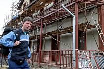 HLAVNÍ VLAKOVÉ NÁDRAŽÍ v Jablonci nad Nisou prochází rozsáhlou rekonstrukcí vnějších i vnitřních prostor za několik desítek milionů korun. Slavnostní otevření zrekonstruované budovy nádraží plánují na konec června.