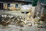 Členové SDH Proseč nad Nisou vyjeli s polní kuchyní po povodních v roce 2002 do zasažených oblastí na Mělnicku.