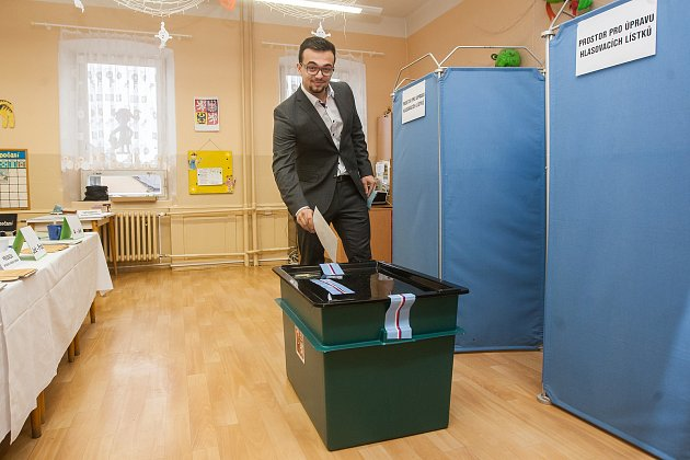 Filip, nejmladší volič na Jablonecku odevzdal 21.října vJablonci nad Nisou svůj hlas ve volbách do Poslanecké sněmovny Parlamentu České republiky.