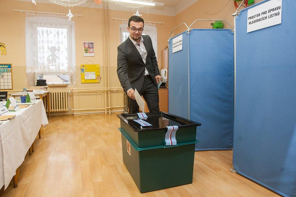 Filip, nejmladší volič na Jablonecku odevzdal 21. října v Jablonci nad Nisou svůj hlas ve volbách do Poslanecké sněmovny Parlamentu České republiky.