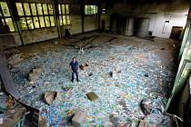 Jednatel jablonecké firmy Kitl Jan Vokurka si byl areál bývalé Vratislavické kyselky prohlédnout před i po nákupu. Areál musí pracovníci nejprve vyklidit.