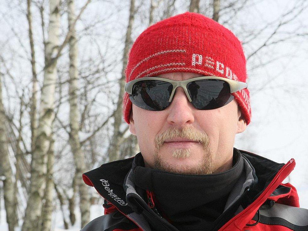 Specialisté na plošné vyhledávání lidí v horském terénu. Aleš Rydval 38 let - Attila: dvouletý německý ovčák.