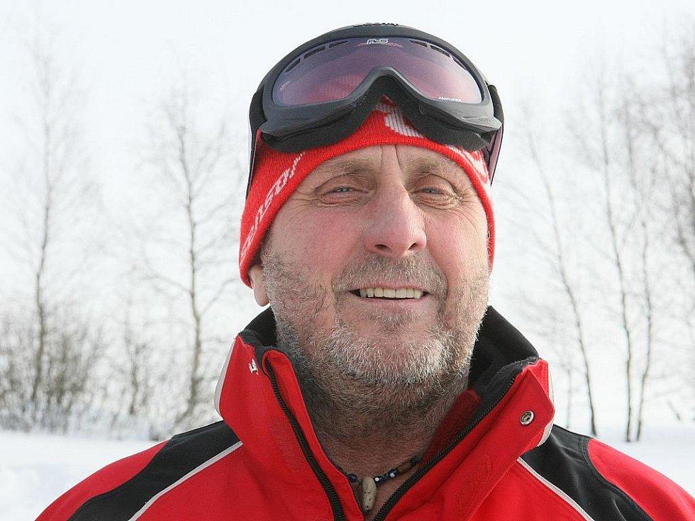 Specialisté na plošné vyhledávání lidí v horském terénu. Pavel Hořejší, šéfkynolog - pes Rocky: jedenapůletý německý ovčák.