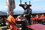 Policisté provádí kontroly chalup a chování návštěvníků v Krkonoších.