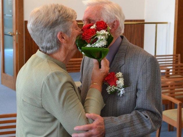 Synonymem manželství může být to manželů Jaroslava a Josefa Slukových, kteří v létě oslavli smarafgdovou svatbu