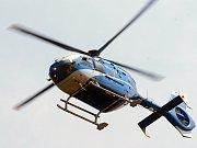 Policejní vrtulník. Ilustrační snímek.