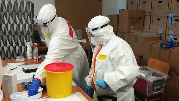 Jablonecký magistrát testuje své zaměstnance již od podzimu, kdy město koupilo sady testů a přístroj na jejich vyhodnocování.