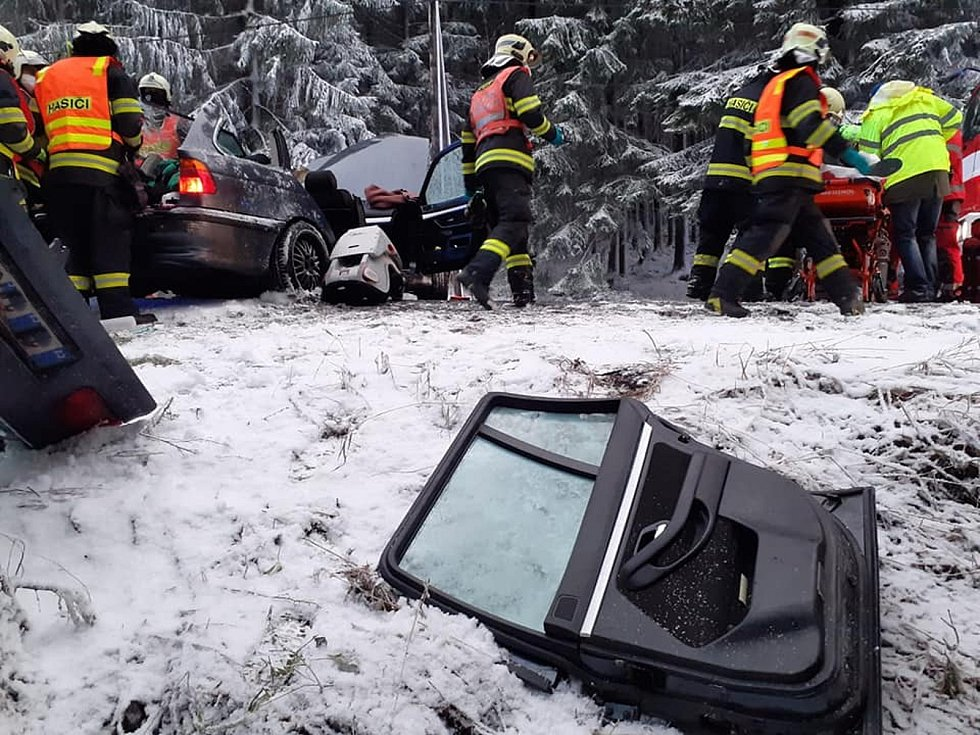 Velikonoce sebou přinesly i tragickou nehodu. V pondělí večer zemřel jeden člověk při nehodě pod Dolní Černou Studnicí.