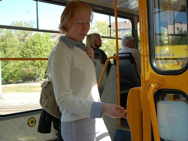 Tramvajový spoj mezi Jabloncem a Libercem využívá denně jedenáct tisíc lidí. Od poloviny května bude tramvaj jezdit v patnáctiminutových intervalech.