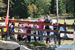 Bedřichov zaplavily stovky cyklistů, kteří se rozhodli zdolat skoro sedmdesát kilometrů napříč Jizerkami.  A v cíli si Author Cup všichni zase pochvalovali.