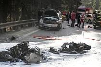 Nehoda dvou motorek v serpentinách mezi Železným Brodem a Loužnicí o velikonoční neděli.