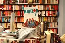Kniha Biatlon v jabloneckých knihkupectvích.