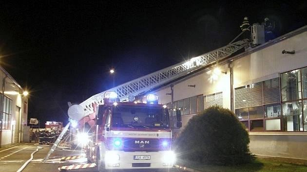 Technologická závada na kalící peci způsobila požár, který vypukl v úterý okolo jedné hodiny ráno.