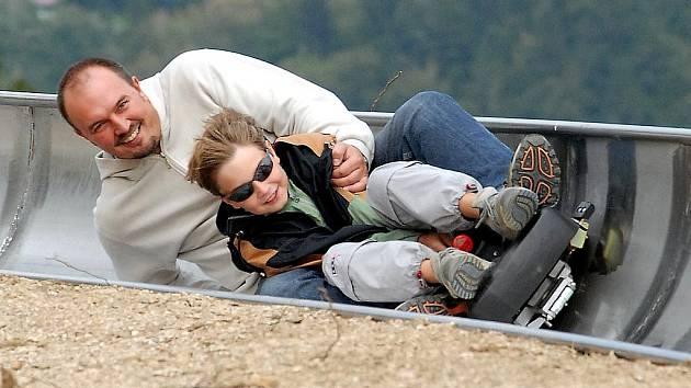 Vozíky na bobové dráze v Jablově jsou určeny pro jednu až dvě osoby, takže lze jezdit jak samostatně či ve dvojici s dětmi nebo kamarády.