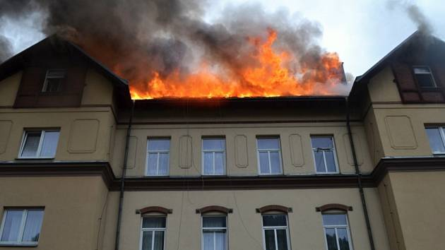 Hořící dům v Tanvaldu