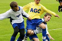 FOTBALOVÉ NADĚJE NA STŘELNICI. Svátek fotbalu žactva – McDonald's Cup začal v pondělí v Jablonci.