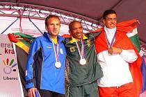 Vítězové deseti finálových atletických disciplín ze čtvrtka 9. července. Medaile před jabloneckou radnicí  předávala prezidentka Global Games 2009 Alena Erlebachová a starosta Jablonce Petr Tulpa.
