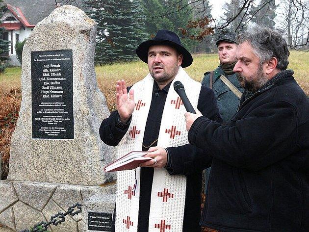 Na Horní Černé Studnici byl v sobotu odhalen památník obětem první světové války. Akce se zúčastnili i vojáci v uniformách rakousko uherské armády a dílo posvětil farář Michal Podzimek.