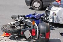 Nehoda motorkáře. Ilustrační snímek.