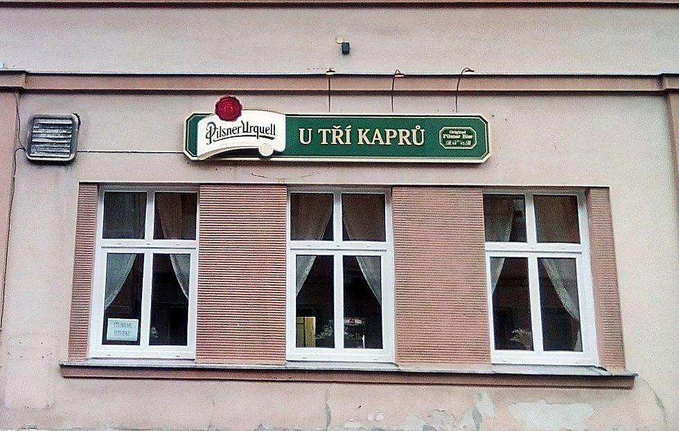 Jablonecká restaurace U Tří kaprů zvenku.