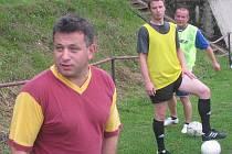 Pod taktovkou Antonína Brože (ve vínovém) začaly Lučany přípravu na nadcházející ročník fotbalové I. A třídy.