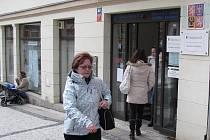Především zdravotně postižení by měli zpozornět. Nově od 1. ledna musí v Jablonci dojít na Úřad práce na Mírovém náměstí 2 jen několik metrů pod prodejnou obuvi.