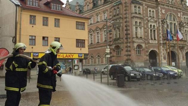 Po bouři uklízeli frýdlantské ulice i hasiči