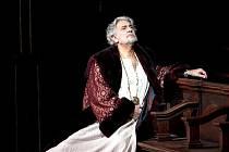 Plácido Domingo v titulní roli Verdiho Simona Boccanegry.