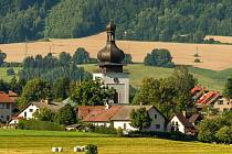 Kostel Navštívení Panny Marie v Bozkově na Semilsku.