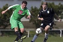 Fotbalisté Hodkovic porazili v I. B třídě Plavy (v zeleném) 2:1.