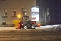 Technické služby odklízí sníh v ulicích Jablonce