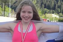 Věřili byste, že tato dívka je úspěšná kick boxerka?