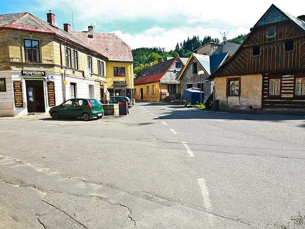 Malé náměstí v Železném Brodě.