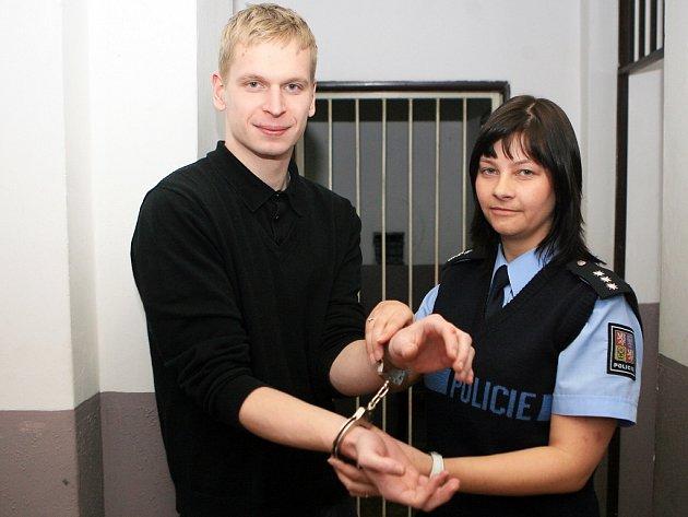 Jedním z nejoblíbenějších Zdeňkových kousků je únik z policejních pout.
