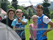 Za dětmi přijel moderní pětibojař Jan Kuf (vpravo)