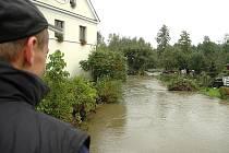 V Brništi a Velkém Grunově se rozlil Panenský potok, kde je vyhlášený 3. stupeň povodňové aktivity. Voda zalila přilehlé zahrady rodinných domů.