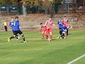 Výsledek 7:1 svítil na ukazateli, když rozhodčí ukončil zápas mezi áčkem Mšena a týmem Slatiňan. Domácí to měli tentokrát pod kontrolou.