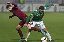 FK Baumit Jablonec – AC Sparta Praha. Na snímku Lukáš Mareček ze Sparty a Luboš Loučka z Jablonce.