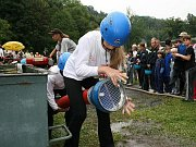 Sbor dobrovolných hasičů Zlatá Olešnice. A rychle do kádě.