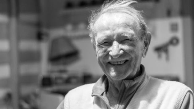 Bývalý skokan na lyžích a úspěšný reprezentační trenér na lyžích Zdeněk Remsa (29. 12. 1928 – 22. 6. 2019) se narodil v Horní Branné, jeho lyžařské začátky jsou spjaty s obcí Studenec.