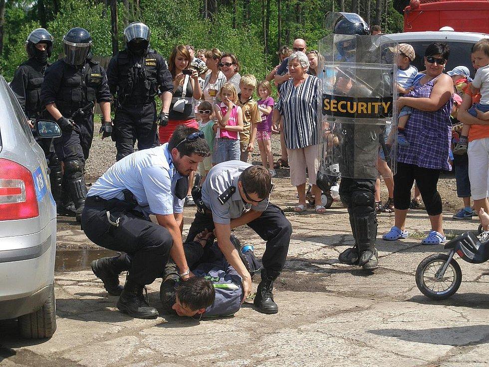 Dětský den se odehrál v sobotu nedaleko rychnovského nádraží a záchranné složky, které se zúčastnily, na ukázkách nešetřily.