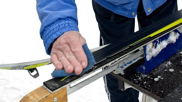 Voskování lyží. Ilustrační snímky.