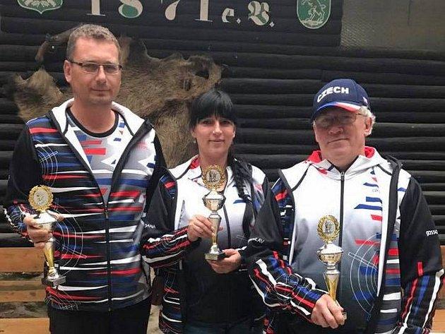 Dana Hulíková vyhrála v Německu na 17. ročníku maratonu napříč kategoriemi, Josef Karel byl stříbrný a jablonecké družstvo KSS LOYD s Miroslavem Klimánkem přivezlo zlato.